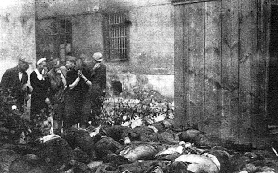 Victims_of_Soviet_NKVD_in_Lvov,_June_1941